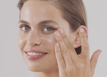 girl applying Diamond Cocoon Sheer Eye on her face